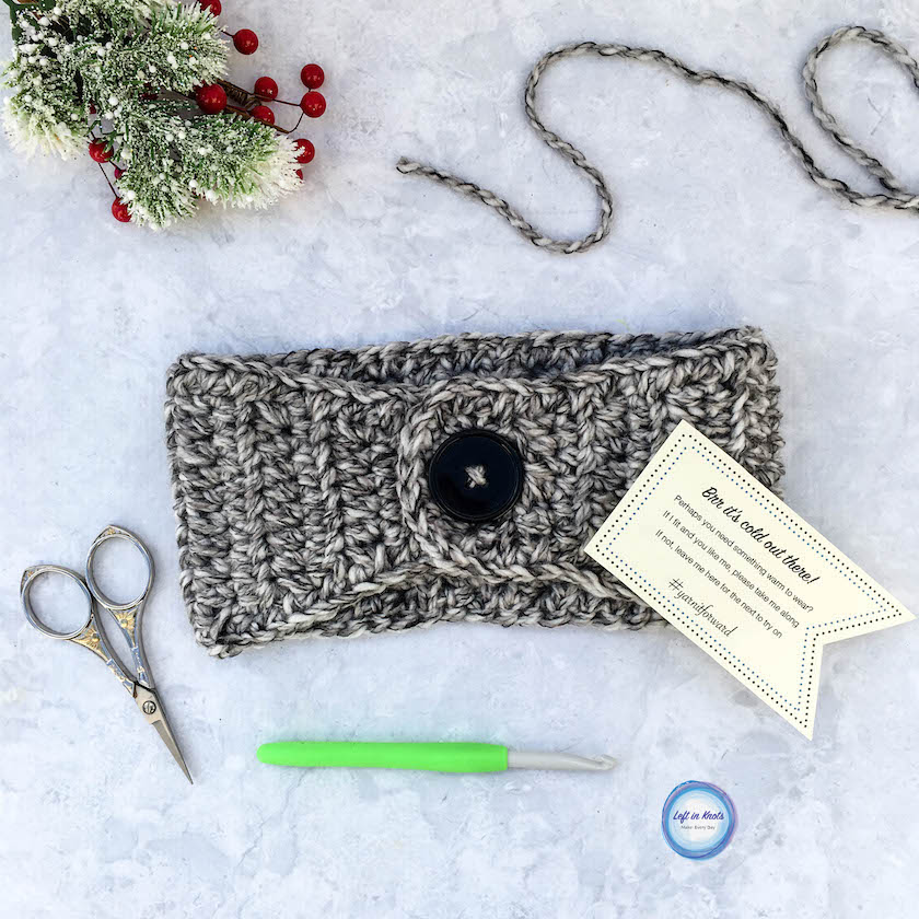 Use this beginner-friendly crochet pattern to make a quick bulky ear warmer! Plus get free printable PDF tags and join me in spreading some yarn love around your community this winter :) Read more for the free pattern and printable!