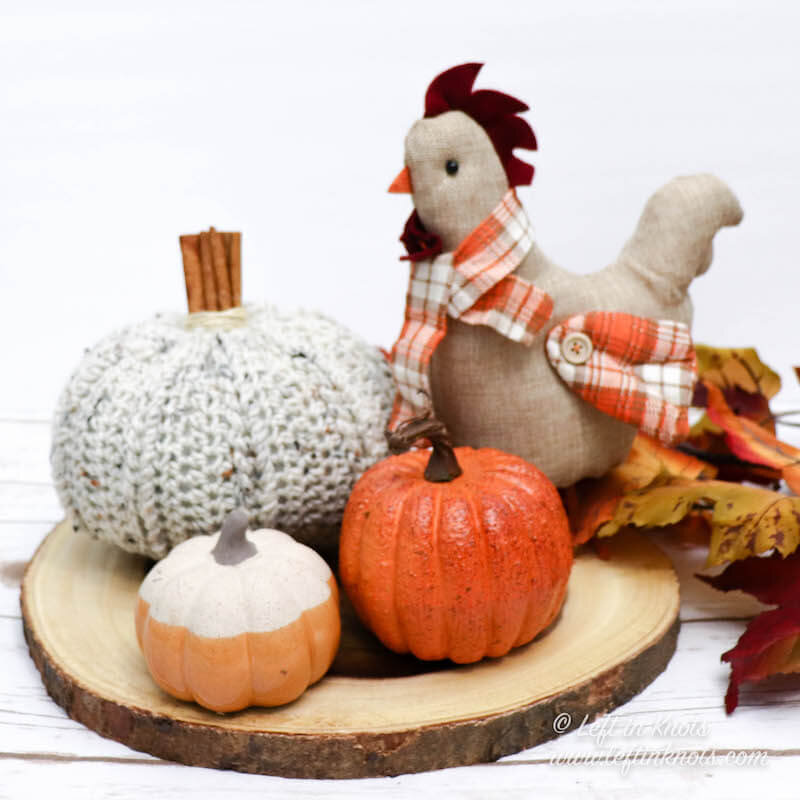 Farmhouse-style fall decor is on trend right now, and this rustic crochet pumpkin with a cinnamon stick stem will fit right into your autumn and Thanksgiving decor! The simple texture and easy assembly will have you making these pumpkins on repeat all fall long, and the cinnamon sticks will have you dreaming of all things pumpkin spice.