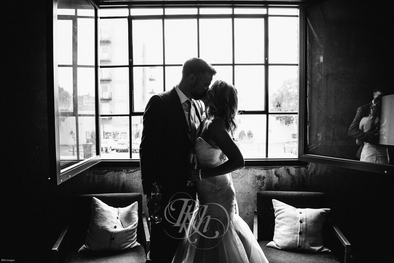 Stacey & Bryan - Minnesota Wedidng Photographer - RKH Images - Samples-27.jpg