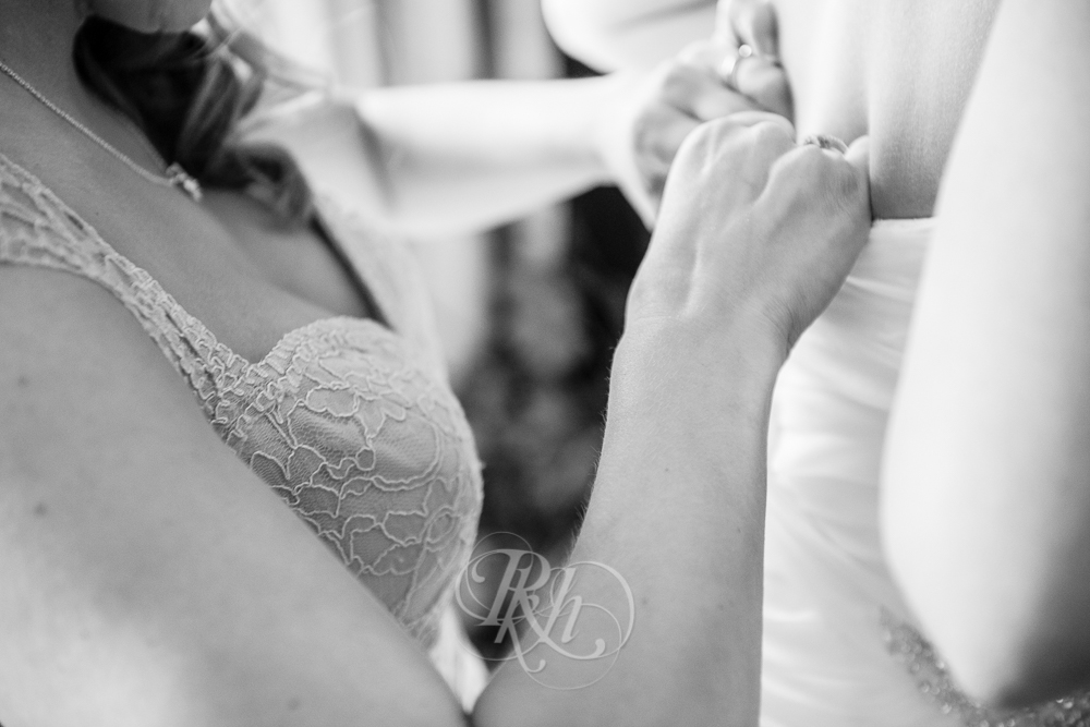 Julie & Andy - Getting Ready - Minnesota Wedding Photographer - RKH Images-5.jpg