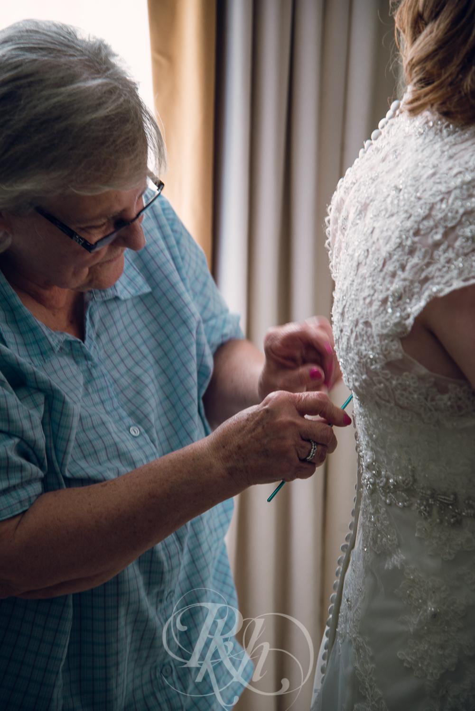 Dani & Chris - Minnesota Wedding Photographer - RKH Images - Getting Ready-10.jpg