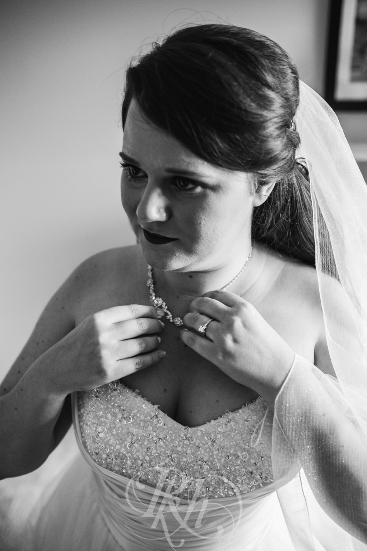 Jessie & Sean - Minnesota Wedding Photography - RKH Images - Getting Ready-6.jpg