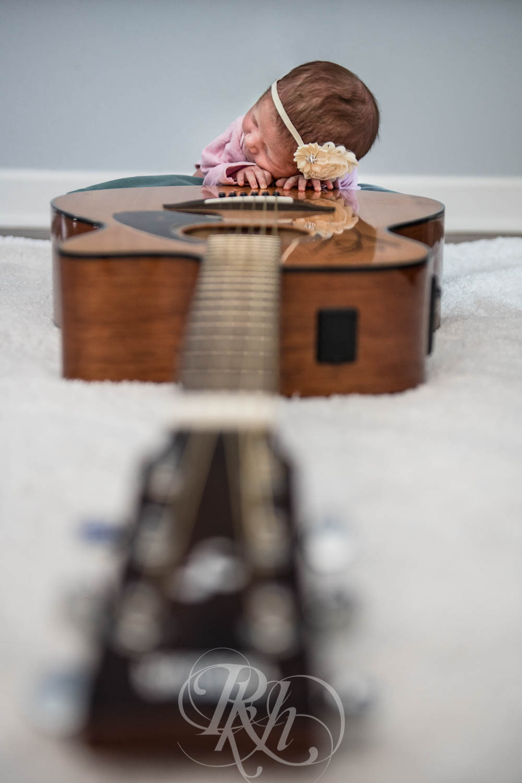 Eleanor - Minnesota Baby Photographer - RKH Images  (7 of 7).jpg