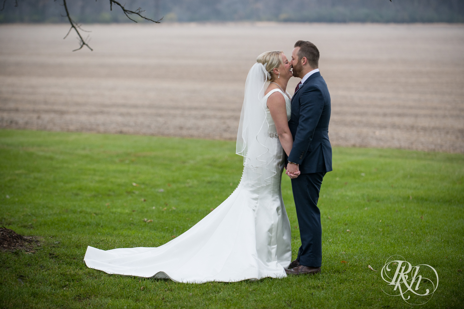 Amanda & Luke - Minnesota Wedding Photography - Mayowood Stone Barn - Rochester - RKH Images - Blog (32 of 67).jpg