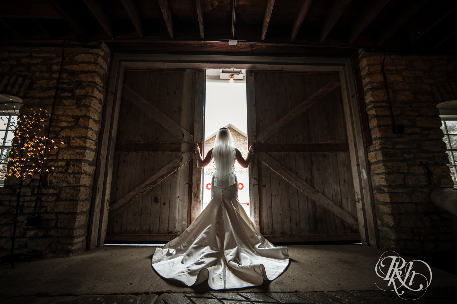 Amanda & Luke - Minnesota Wedding Photography - Mayowood Stone Barn - Rochester - RKH Images - Blog (38 of 67).jpg