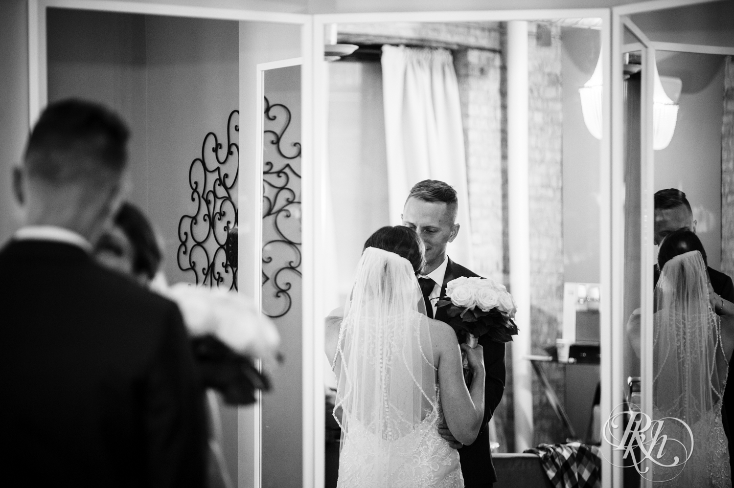 Jillian & Jared - Minnesota Wedding Photography - Lumber Exchange Event Center - RKH Images - Blog (47 of 87).jpg