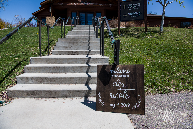 Nicole and Alex - Minnesota Wedding Photography - Minnesota Horse and Hunt Club - RKH Images - Blog  (2 of 54).jpg