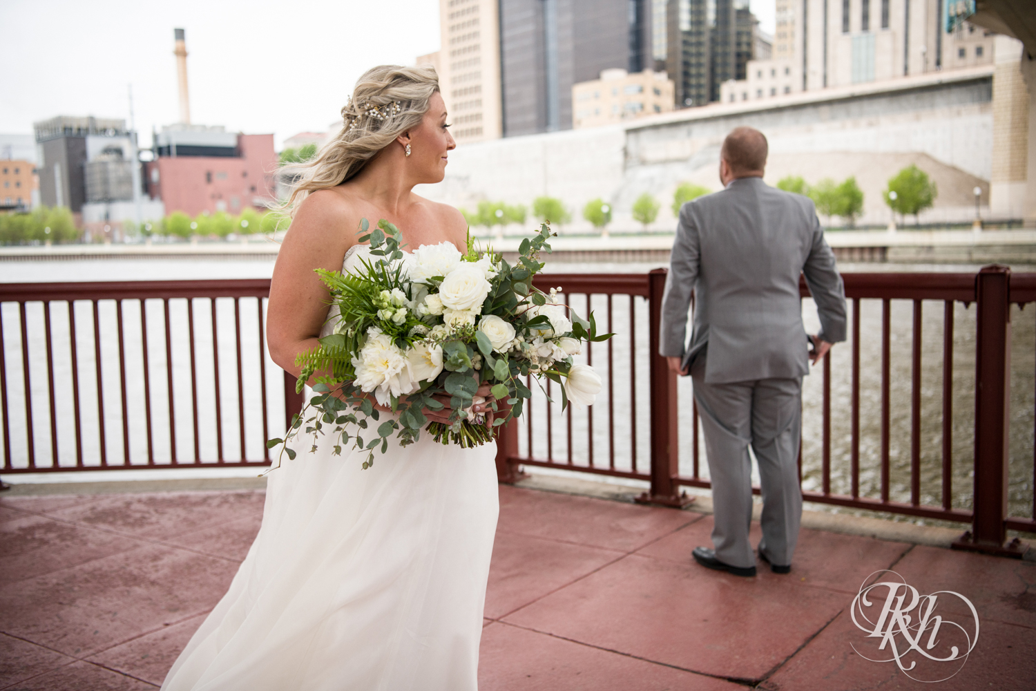 Shannon and Brian - Minnesota Wedding Photography - Raspberry Island - Minnesota Boat Club - RKH Images - Blog  (15 of 60).jpg