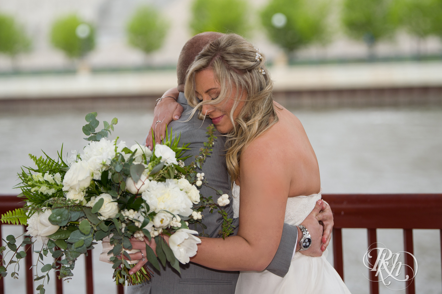 Shannon and Brian - Minnesota Wedding Photography - Raspberry Island - Minnesota Boat Club - RKH Images - Blog  (18 of 60).jpg