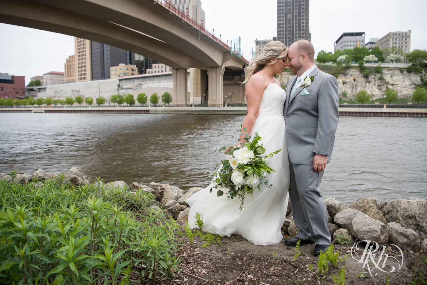 Shannon and Brian - Minnesota Wedding Photography - Raspberry Island - Minnesota Boat Club - RKH Images - Blog  (33 of 60).jpg