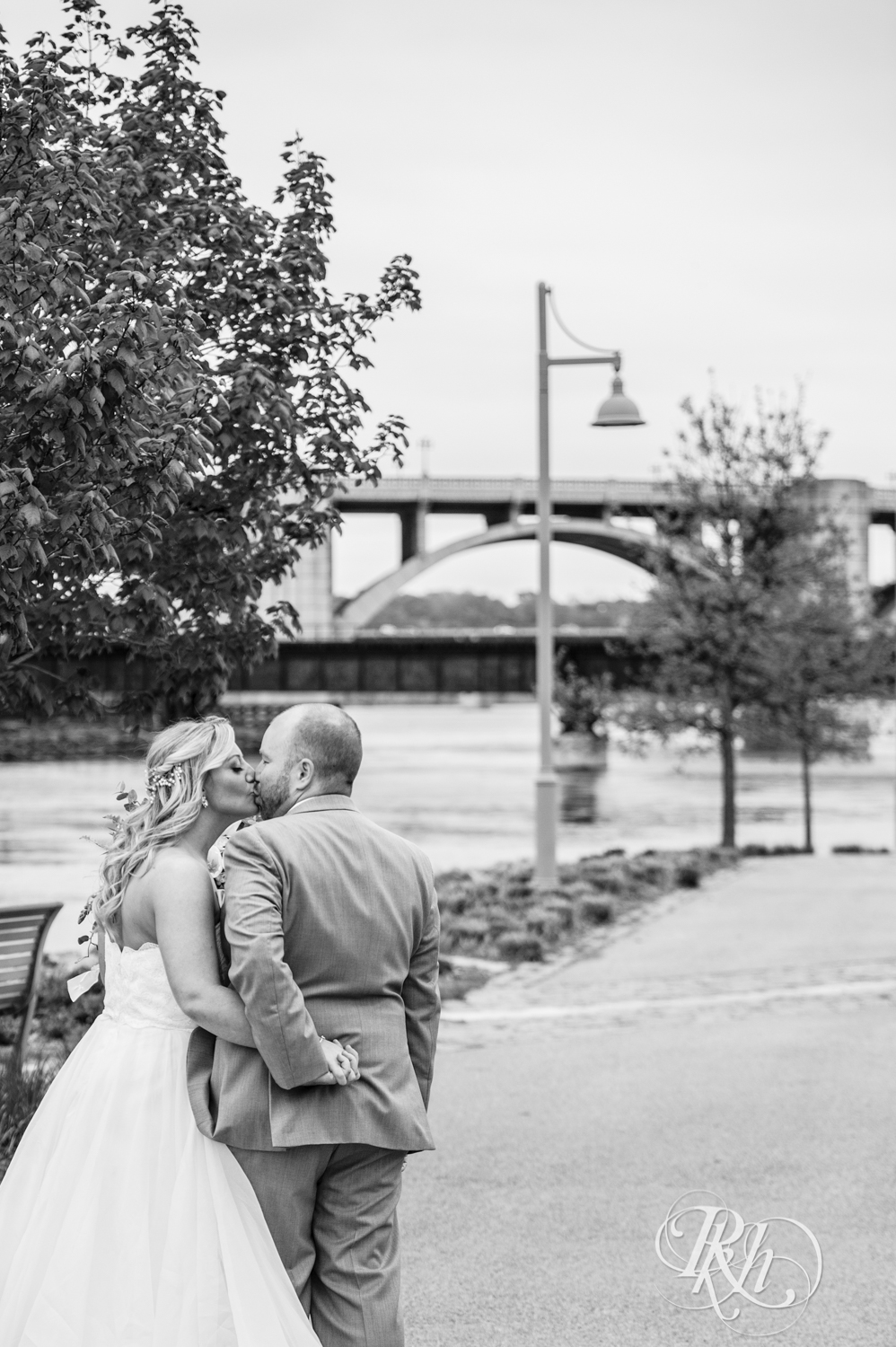 Shannon and Brian - Minnesota Wedding Photography - Raspberry Island - Minnesota Boat Club - RKH Images - Blog  (36 of 60).jpg