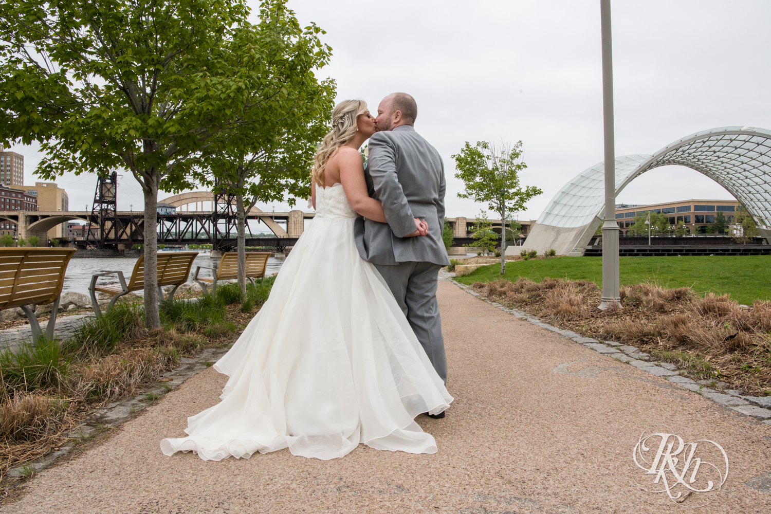 Shannon and Brian - Minnesota Wedding Photography - Raspberry Island - Minnesota Boat Club - RKH Images - Blog  (37 of 60).jpg