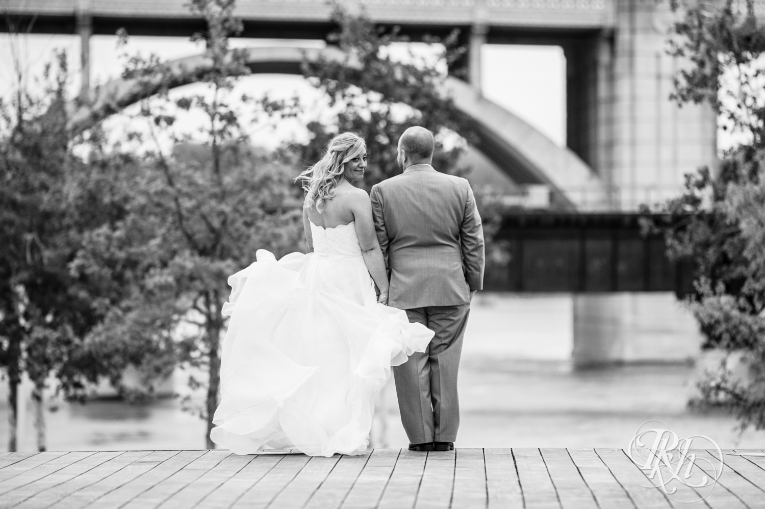 Shannon and Brian - Minnesota Wedding Photography - Raspberry Island - Minnesota Boat Club - RKH Images - Blog  (40 of 60).jpg
