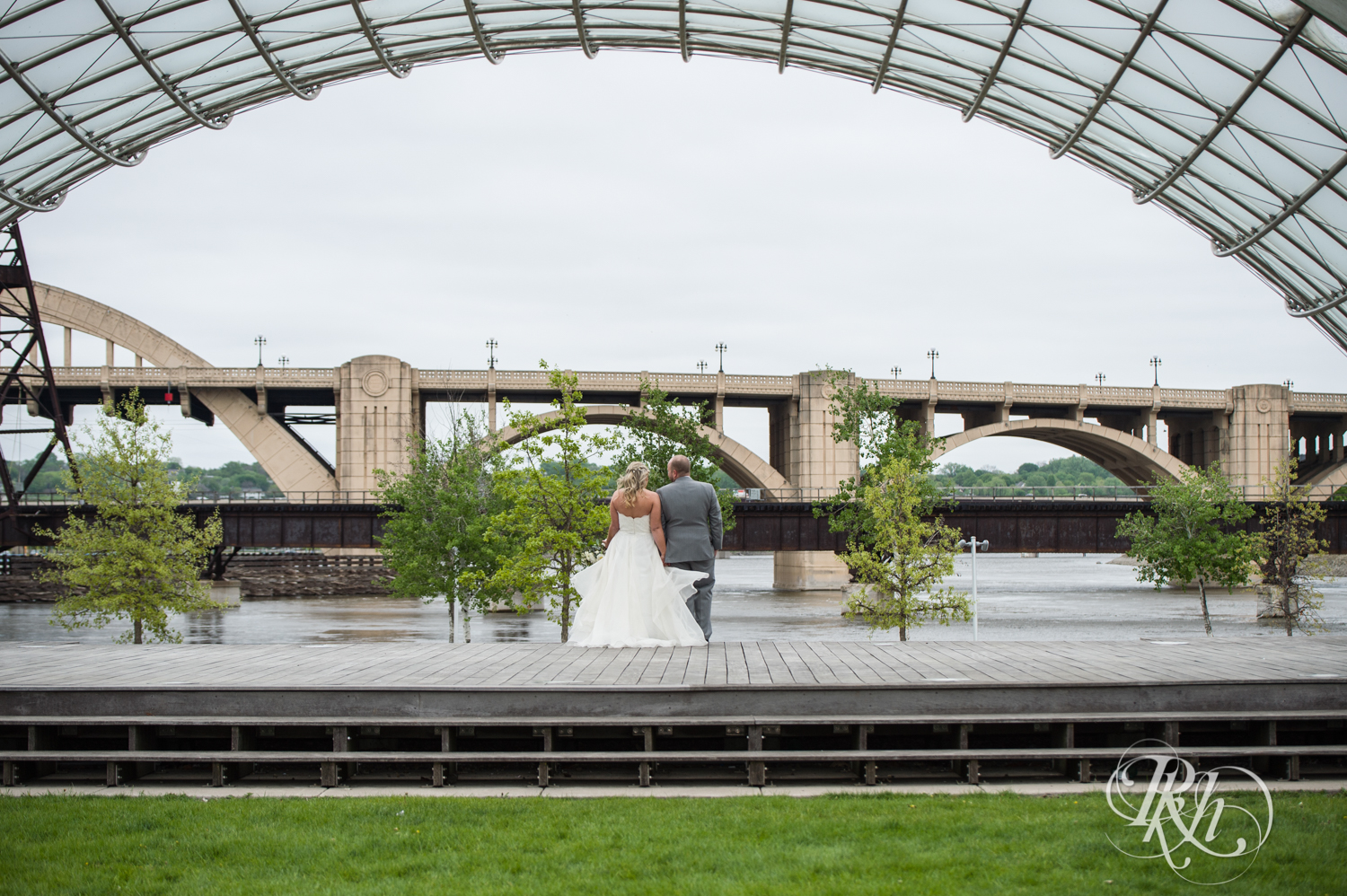 Shannon and Brian - Minnesota Wedding Photography - Raspberry Island - Minnesota Boat Club - RKH Images - Blog  (39 of 60).jpg
