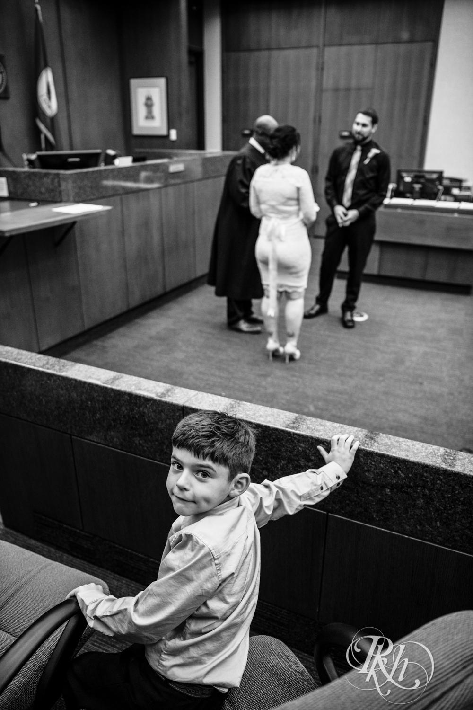 Lee & Kyle - Minnesota Wedding Photography - Minneapolis Historic Courthouse - RKH Images -    Blog (21 of 32).jpg