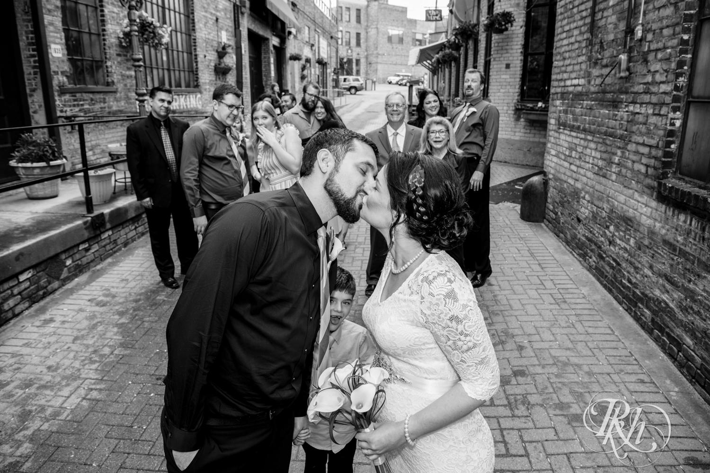 Lee & Kyle - Minnesota Wedding Photography - Minneapolis Historic Courthouse - RKH Images -    Blog (28 of 32).jpg