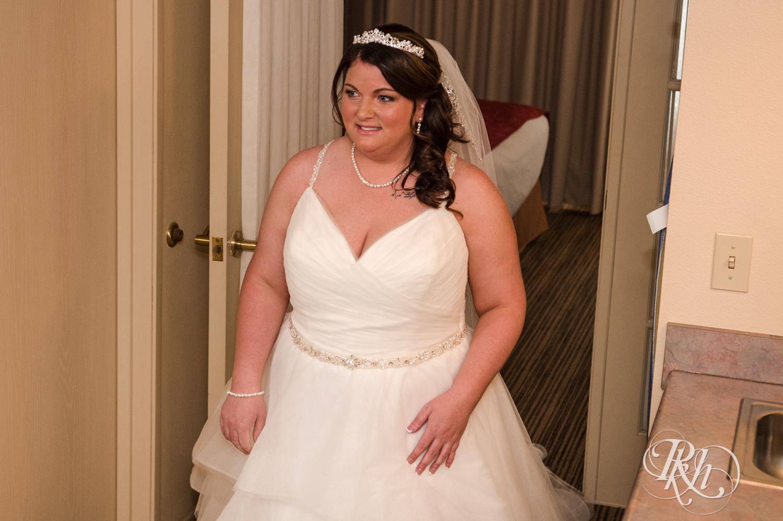 Lea & Robert - Memories Ballroom - Port Washington - Wisconsin Wedding Photography - RKH Images - Blog (7 of 45).jpg