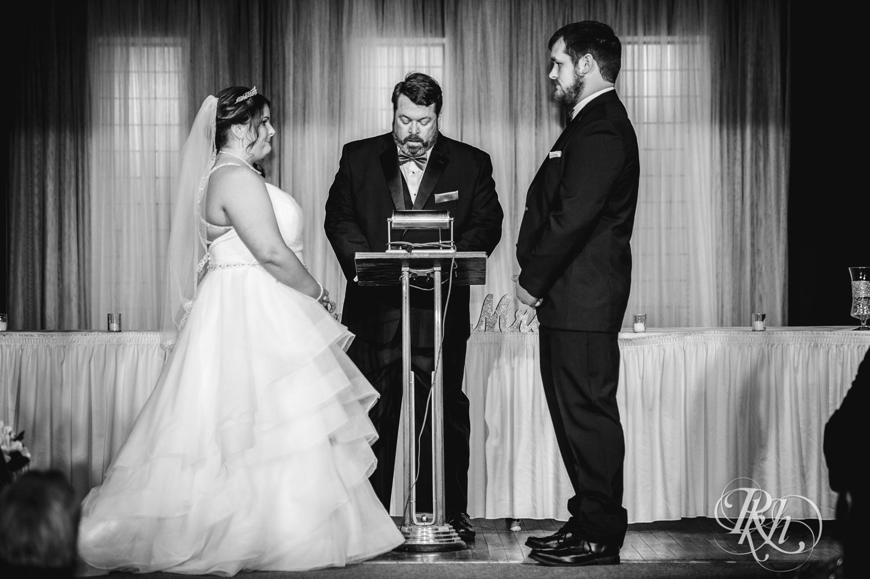 Lea & Robert - Memories Ballroom - Port Washington - Wisconsin Wedding Photography - RKH Images - Blog (11 of 45).jpg