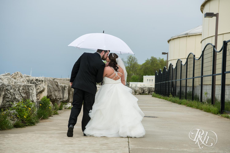 Lea & Robert - Memories Ballroom - Port Washington - Wisconsin Wedding Photography - RKH Images - Blog (17 of 45).jpg