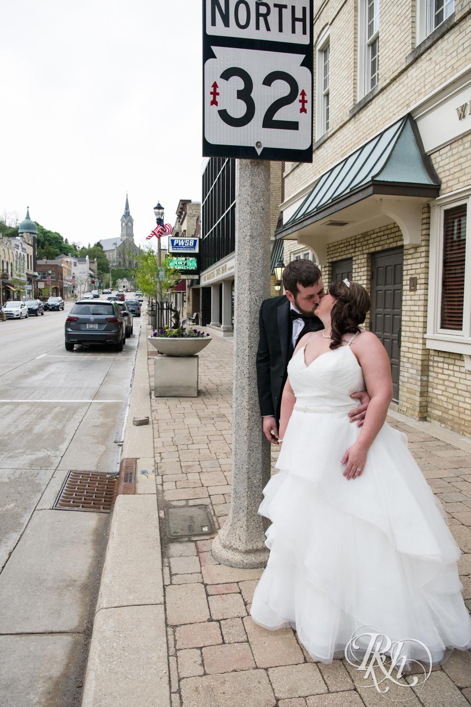 Lea & Robert - Memories Ballroom - Port Washington - Wisconsin Wedding Photography - RKH Images - Blog (21 of 45).jpg