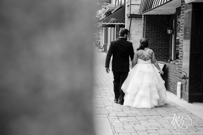 Lea & Robert - Memories Ballroom - Port Washington - Wisconsin Wedding Photography - RKH Images - Blog (23 of 45).jpg