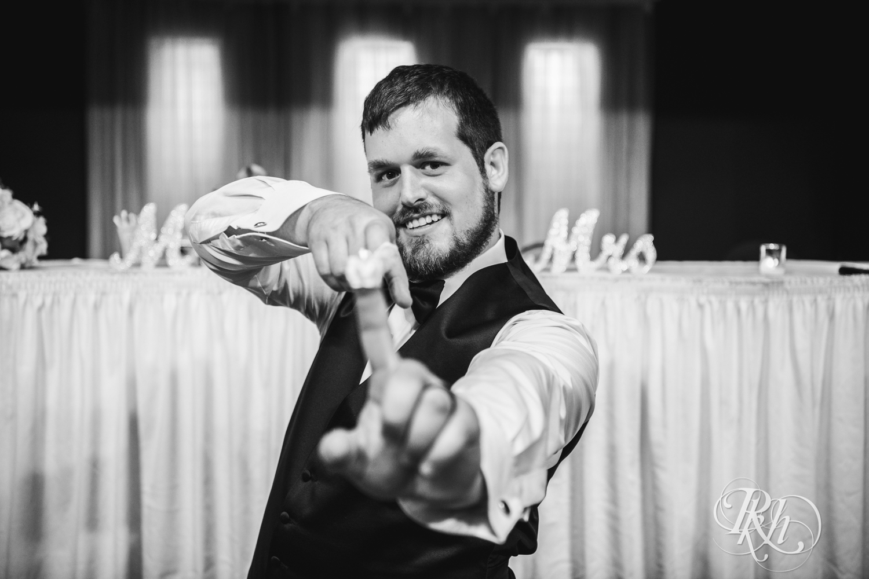 Lea & Robert - Memories Ballroom - Port Washington - Wisconsin Wedding Photography - RKH Images - Blog (32 of 45).jpg