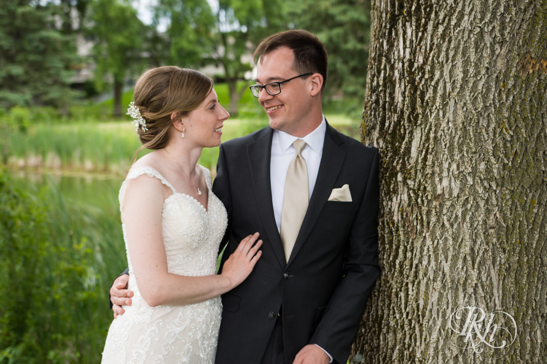 Lauren & Jake - Minnesota Wedding Photography - Oak Glen Golf Course - RKH Images  (14 of 50).jpg