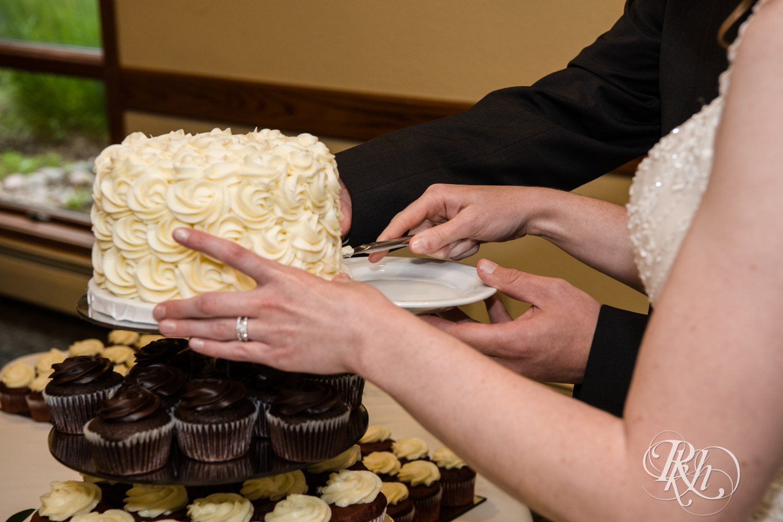 Lauren & Jake - Minnesota Wedding Photography - Oak Glen Golf Course - RKH Images  (46 of 50).jpg
