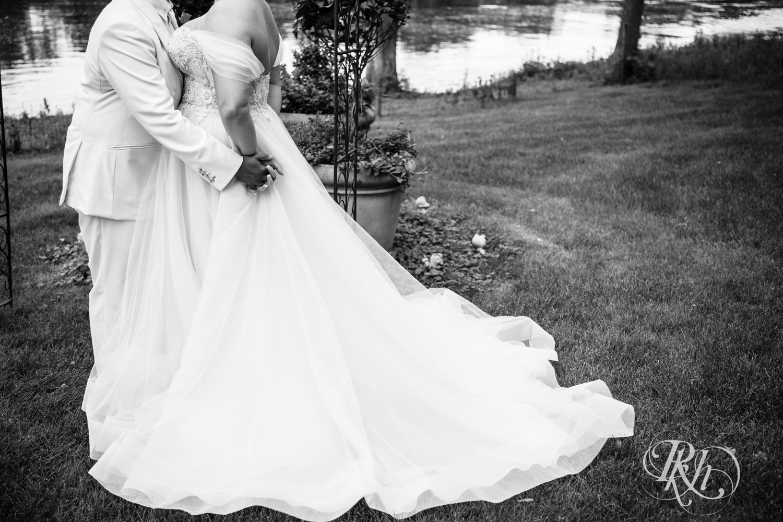 Kasey & Monique - Minnesota Wedding Photography - Leopold's Mississippi Gardens - RKH Images - Blog (41 of 77).jpg