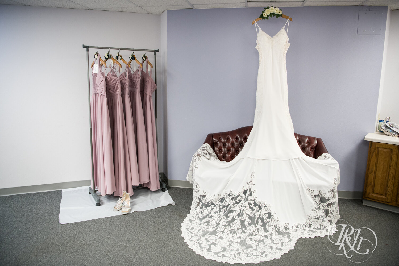 Makayla & Drew - Minnesota Wedding Photography - Country Inn Mankato - RKH Images - Blog (9 of 88).jpg