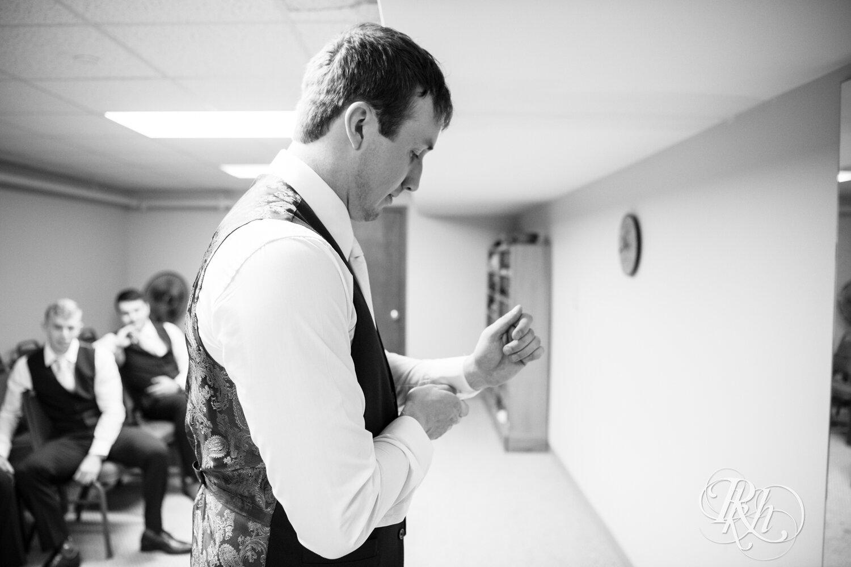 Makayla & Drew - Minnesota Wedding Photography - Country Inn Mankato - RKH Images - Blog (19 of 88).jpg