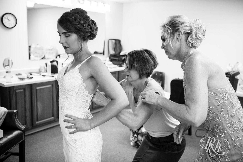 Makayla & Drew - Minnesota Wedding Photography - Country Inn Mankato - RKH Images - Blog (21 of 88).jpg