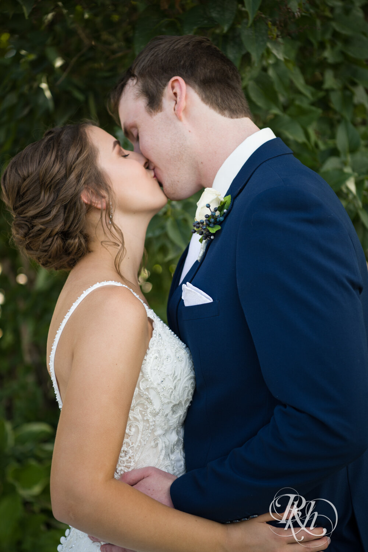 Makayla & Drew - Minnesota Wedding Photography - Country Inn Mankato - RKH Images - Blog (28 of 88).jpg