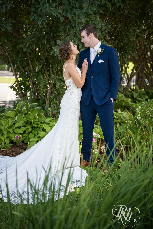 Makayla & Drew - Minnesota Wedding Photography - Country Inn Mankato - RKH Images - Blog (30 of 88).jpg