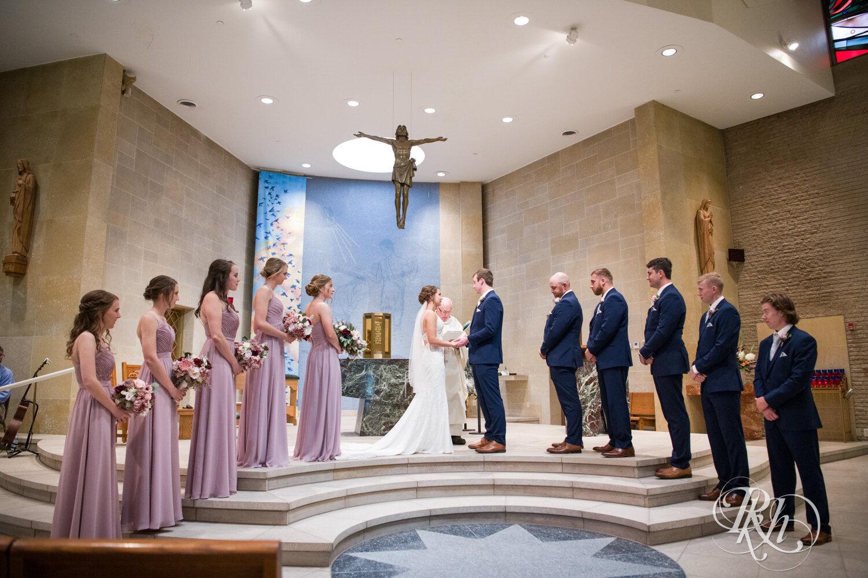 Makayla & Drew - Minnesota Wedding Photography - Country Inn Mankato - RKH Images - Blog (44 of 88).jpg