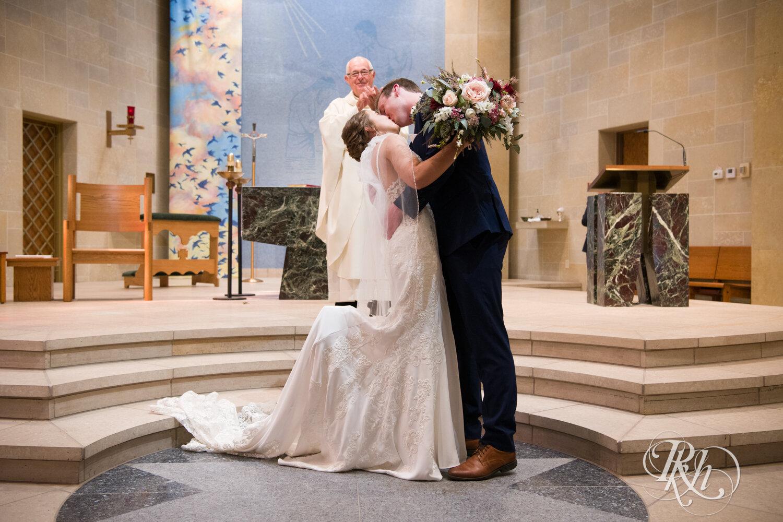 Makayla & Drew - Minnesota Wedding Photography - Country Inn Mankato - RKH Images - Blog (46 of 88).jpg