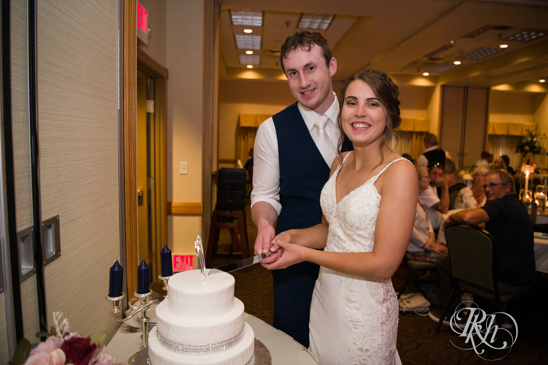 Makayla & Drew - Minnesota Wedding Photography - Country Inn Mankato - RKH Images - Blog (65 of 88).jpg