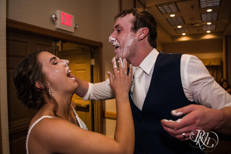 Makayla & Drew - Minnesota Wedding Photography - Country Inn Mankato - RKH Images - Blog (67 of 88).jpg