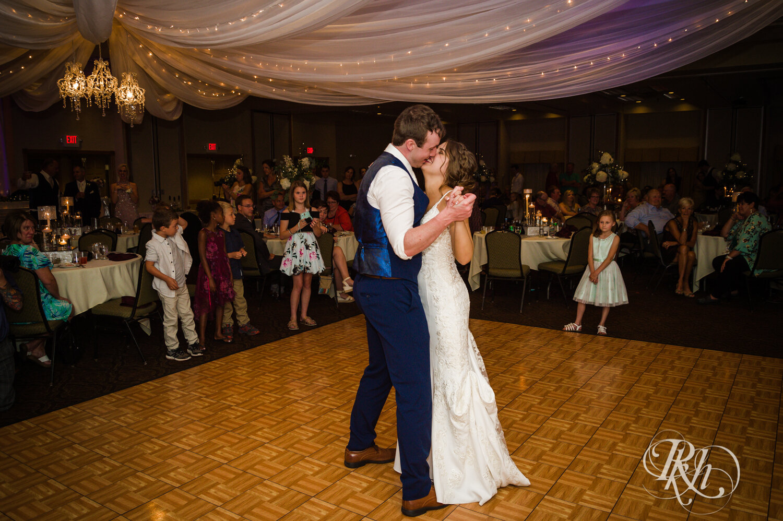 Makayla & Drew - Minnesota Wedding Photography - Country Inn Mankato - RKH Images - Blog (73 of 88).jpg