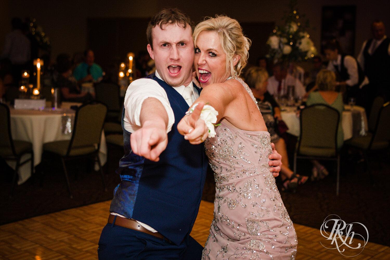 Makayla & Drew - Minnesota Wedding Photography - Country Inn Mankato - RKH Images - Blog (77 of 88).jpg