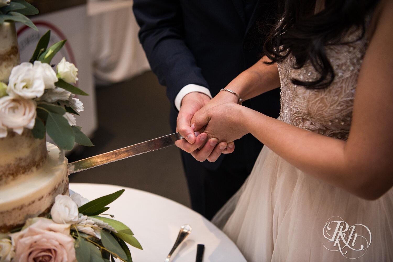 Courtney & Nick - Minnesota Wedding Photography - Walker Art Center - RKH Images - Blog (46 of 58).jpg
