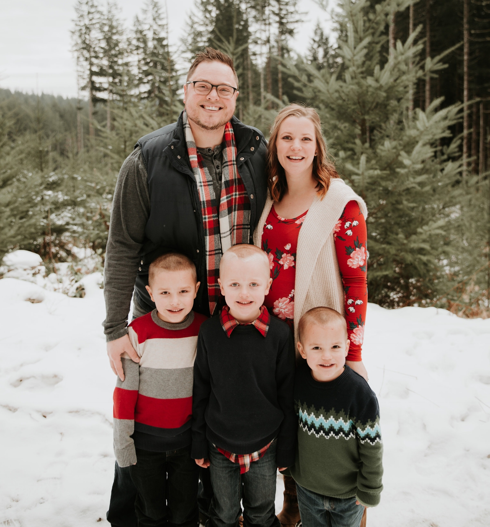 Fun Fact... We wrecked our car literally 15 minutes before taking these family photos as we were driving up the mountain... Obviously everyone escaped unscathed.