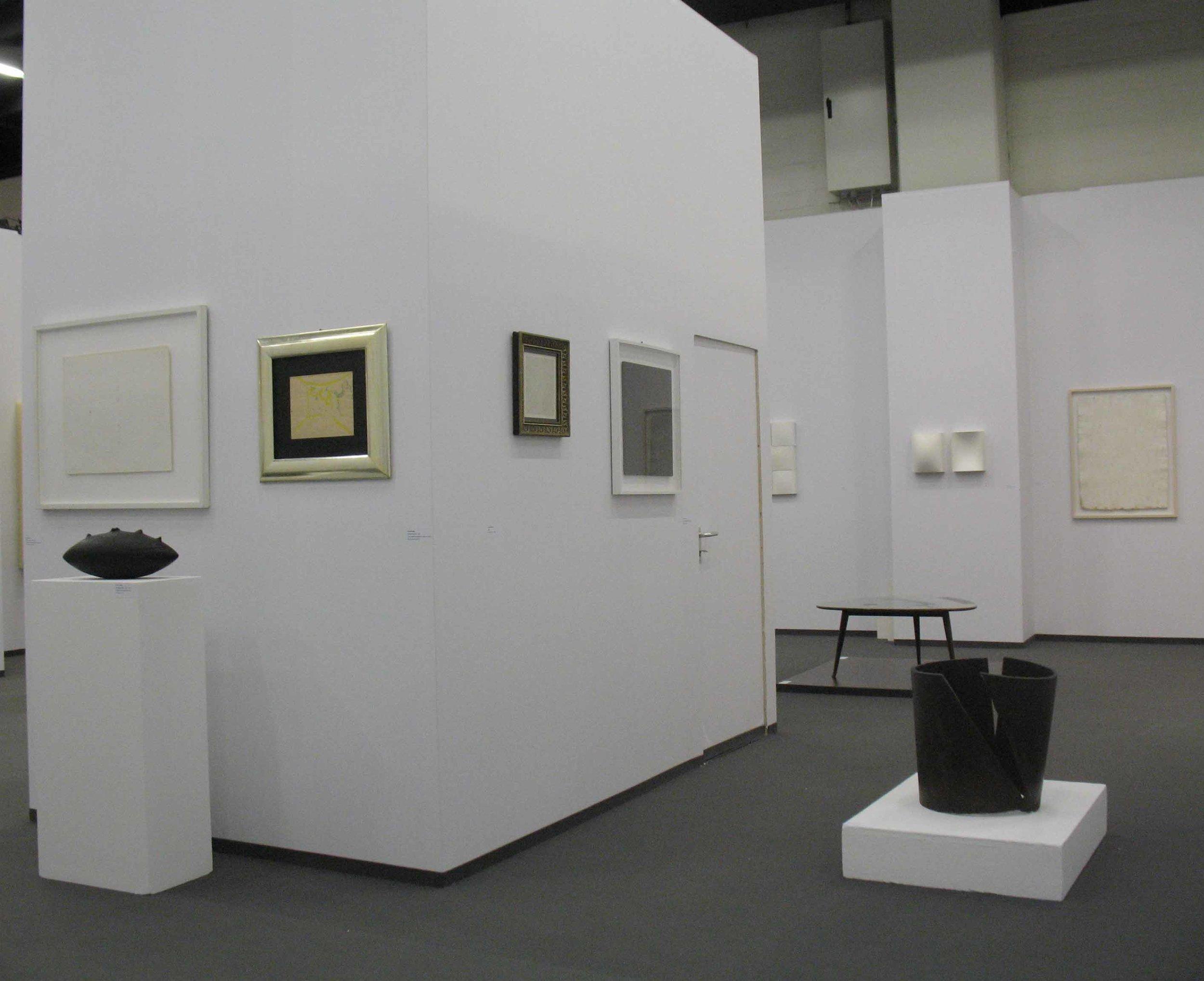 Stand White meditation room di Galleria Grossetti ad Art Cologne 2011_vista interna.jpg