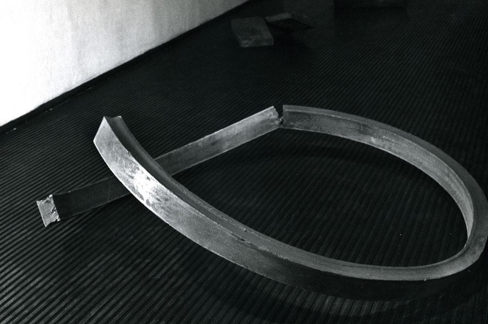 Cerchio spezzato_60x145x150_1968.jpg