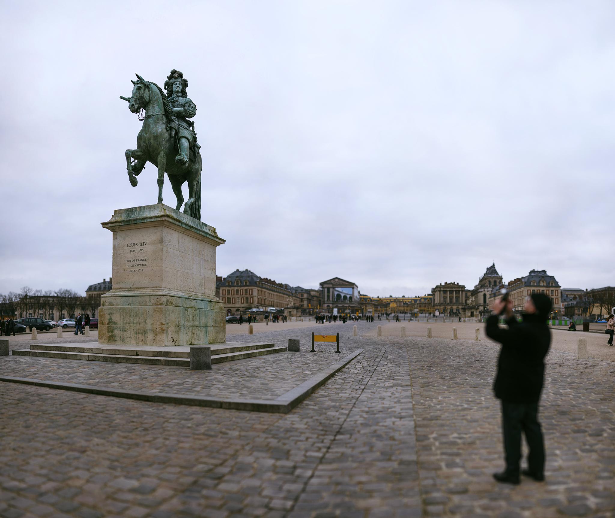 フランス:「ヴェルサイユ宮殿・門前・ルイ14世/The Palace of Versailles・The Statue of Louis XIV in front of the gold gate」