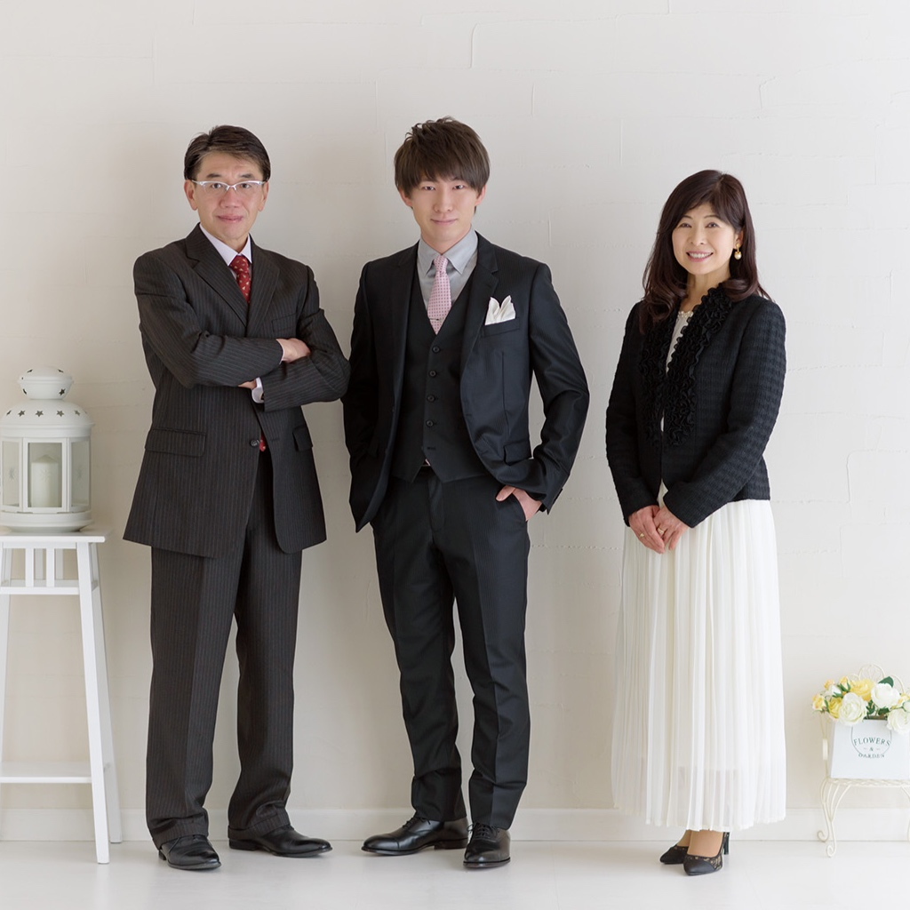 "<p><strong>家族写真</strong>詳しくは<a href=""https://www.ito-photo.com/family-portrait"">こちら</a></p>"