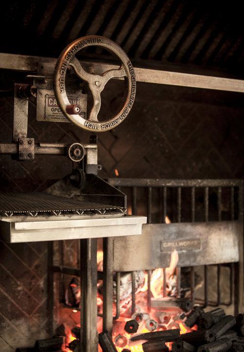 scorpios_mykonos_restaurant_grill_2.jpeg