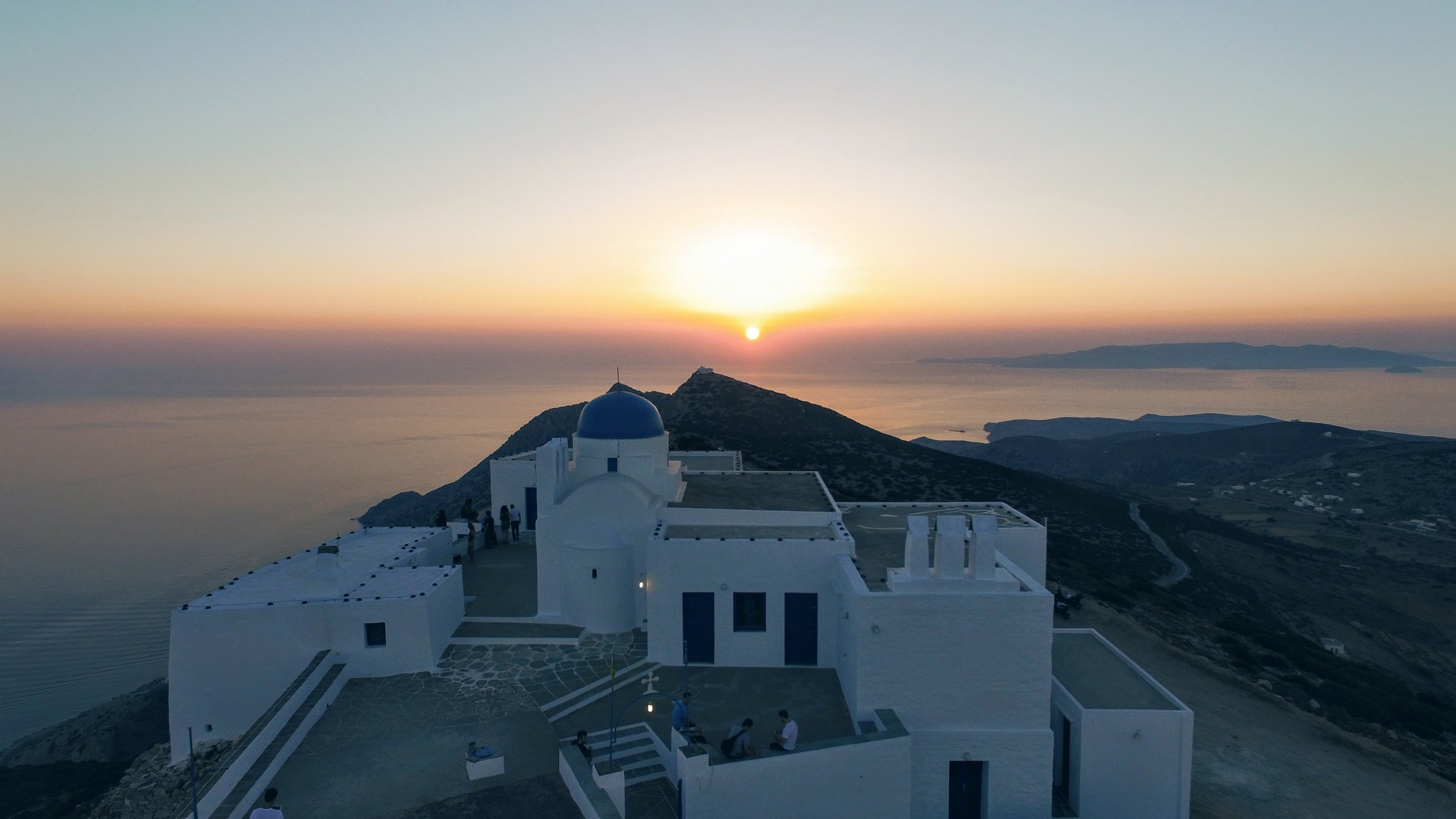 Agios Symeon: the perfect sunset with views all around to the Aegean sea