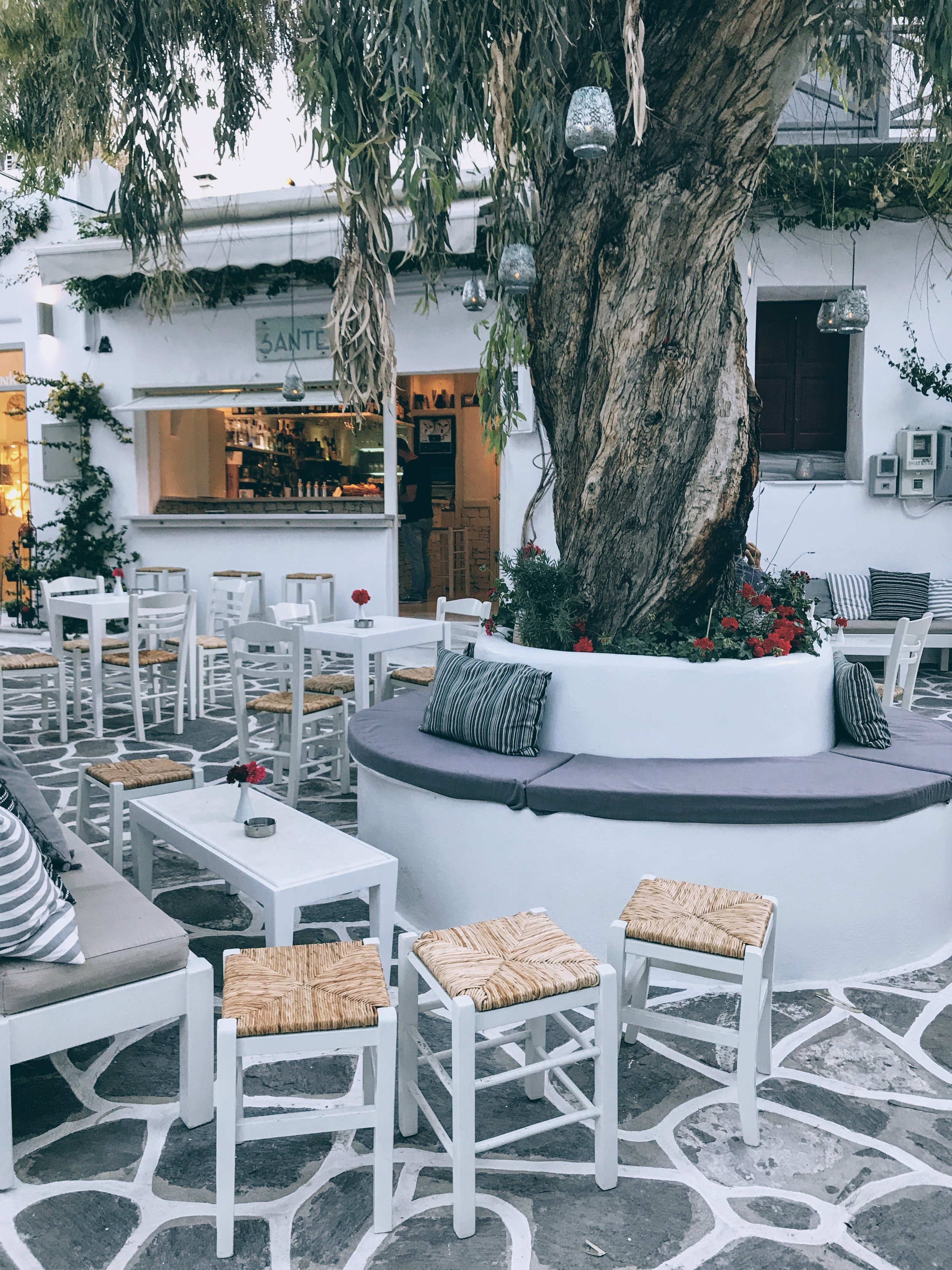 Chilled vibes and drinks at Sante café-bar in Naoussa