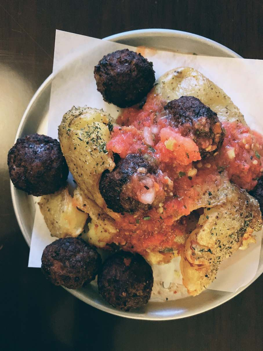 Fried meatballs with potatoes and chopped tomatoes